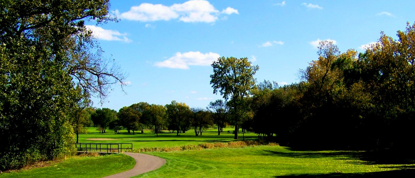 A sunny day at Lake Bluff Golf Club in Lake Bluff, Illinois